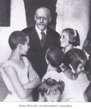 Janusz-Korczak-z-wychowankami-z-sierocinca