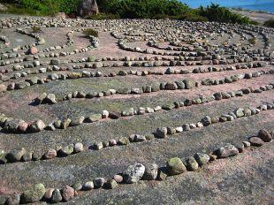 Kamienny-labirynt-Bla-Jungfrun-Szwecja