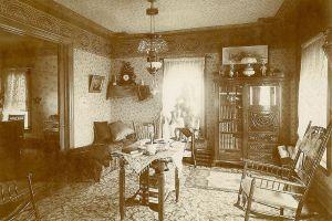 Pokój urządzony w stylu wiktoriańskim