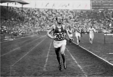 """Emil Zátopek - """"Czechosłowacka lokomotywa"""". Jedyny biegacz, który na jednych IO wywalczył złote medale na 5 km, 10 km i w maratonie (Helsinki '1952)."""