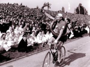 Jan Veselý - zwycięzca kolarskiego Wyścigu Pokoju z 1949 roku.